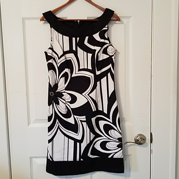 connected apparel Dresses & Skirts - Connected Apparel black & white floral scoop dress